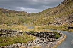 Vista scenica sbalorditiva verso il passaggio di Wrynose in Cumbria, Distr del lago immagini stock libere da diritti
