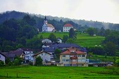 Vista scenica Slovenia Europa di paesaggio pastorale di periferie di Transferrina immagini stock