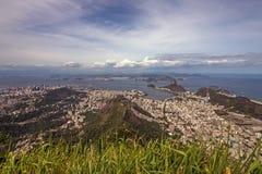 Vista scenica su Sugar Loaf Mountain e sulla baia di Guanbara Immagini Stock Libere da Diritti
