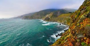 Vista scenica sull'itinerario 1 dello stato di California Fotografie Stock