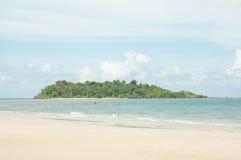 Vista scenica sulla piccola isola tropicale Immagine Stock