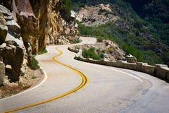 Vista scenica sulla strada in montagne Fotografia Stock