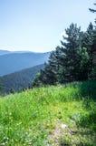 Vista scenica sulle montagne di Pirenei dalla collina Immagine Stock Libera da Diritti