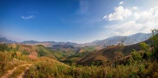 Vista selvaggia della montagna in pieno della natura Fotografia Stock