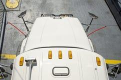 Vista semi de um caminhão de cima de Fotos de Stock