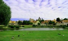 Vista sobre Almedalen, um parque em Visby Gotland, Suécia fotos de stock royalty free