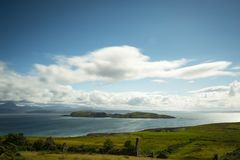 Vista sobre as ilhas do verão em scotland do norte Fotografia de Stock Royalty Free