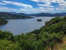 Vista sobre a baía do porto de Picton, ilha sul de Nova Zelândia fotos de stock