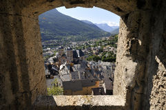 Vista sobre Briançon visto de la fortaleza, montan@as francesas Imagen de archivo libre de regalías