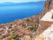 Vista sobre a cidade medieval de Monemvasia, Grécia imagem de stock