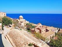 Vista sobre a cidade medieval de Monemvasia, Grécia foto de stock