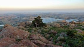 Vista sobre da montagem Scott em montanhas de wichita imagem de stock