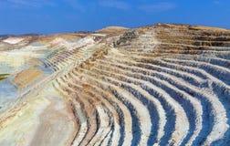 Vista sobre de la mina abierta Fotos de archivo