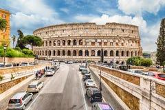Vista sobre Flavian Amphitheatre, aka Colosseum em Roma, Itália fotografia de stock