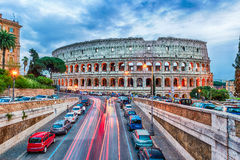 Vista sobre Flavian Amphitheatre, aka Colosseum em Roma, Itália fotos de stock royalty free