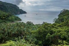 Vista sobre a ilha de Cocos da baía das bolachas Fotos de Stock