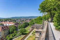 A vista sobre Kassel e os montes circunvizinhos do Weinberg estacionam Imagens de Stock Royalty Free