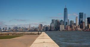 Vista sobre a NYC de Ellis Island fotos de stock