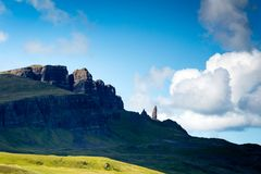 Vista sobre o ancião do storr em scotland do norte Imagens de Stock