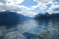 A vista sobre o fjord sunnylvsfjorden em Noruega Imagens de Stock