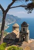 Vista sobre o golfo de Salerno da casa de campo Rufolo, Ravello, Campania fotos de stock