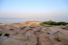 Vista sobre o Mar Morto -- do litoral de Jordânia Fotografia de Stock