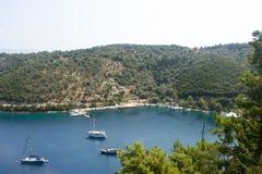 Vista sobre o porto de Spartohori, Meganisi Imagens de Stock Royalty Free
