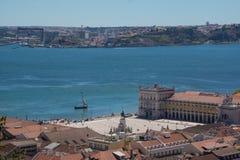 Vista sobre o quadrado comercial em Lisboa fotos de stock royalty free