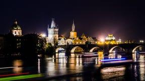Vista sobre o rio e as pontes de Vltava em Praga Fotos de Stock Royalty Free