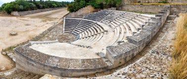 Vista sobre o teatro e o estádio antigos na cidade do Rodes Foto de Stock Royalty Free