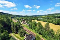 Vista sobre o vale do rio Flöha perto de Hetzdorf em Saxony, Alemanha imagem de stock
