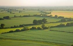Vista sobre os campos do verde do início do verão imagens de stock royalty free