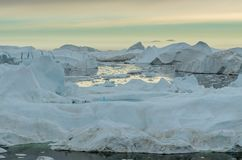 Vista sobre os iceberg no Ilulissat Icefjord, Gronelândia foto de stock