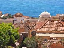 Vista sobre os telhados em Monemvasia, Grécia imagem de stock royalty free