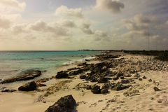 Vista sobre a praia de Bonaire imagens de stock