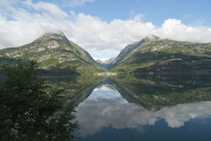 Vista sobre Sandevatnet, perto de Odda, Noruega Fotos de Stock
