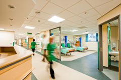 Vista sobre um quarto de hospital moderno