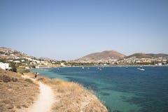 Vista sobre uma baía em Paros, Grécia Fotos de Stock Royalty Free