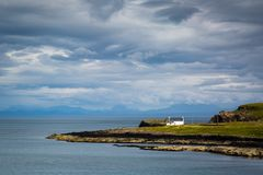 Vista sobre uma praia de pedra em scotland do norte Foto de Stock