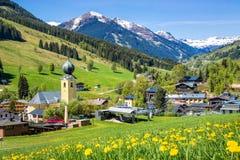 Vista sobre a vila no verão, Áustria de Saalbach Imagem de Stock Royalty Free