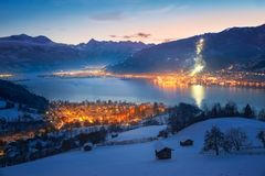 A vista sobre Zell am considera no inverno, Áustria Imagens de Stock Royalty Free
