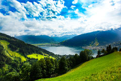 A vista sobre Zeller considera o lago Zell Am vê, Áustria, Europa fotografia de stock royalty free