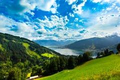 A vista sobre Zeller considera o lago Zell Am vê, Áustria, Europa foto de stock