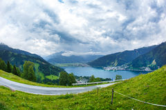 A vista sobre Zeller considera o lago Zell Am vê, Áustria, Europa fotos de stock royalty free