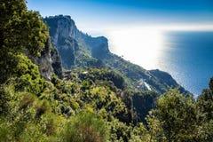 Vista soleggiata in Positano sulla costa di Amalfi, campania fotografia stock