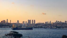 Vista sopra Bosphorus al tramonto fotografia stock