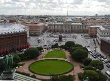 Vista sopra della città di St Petersburg dalla colonnato del ` s della st Isaac La Russia immagini stock libere da diritti