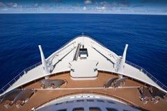 Vista sopra gli archi di una nave da crociera Fotografie Stock