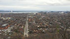 vista sopra Hamilton, Ontario di 4K UltraHD A con il lago Ontario nel fondo stock footage