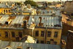 Vista sopra i tetti del centro storico di St Petersburg, Russia Corsa Fotografia Stock